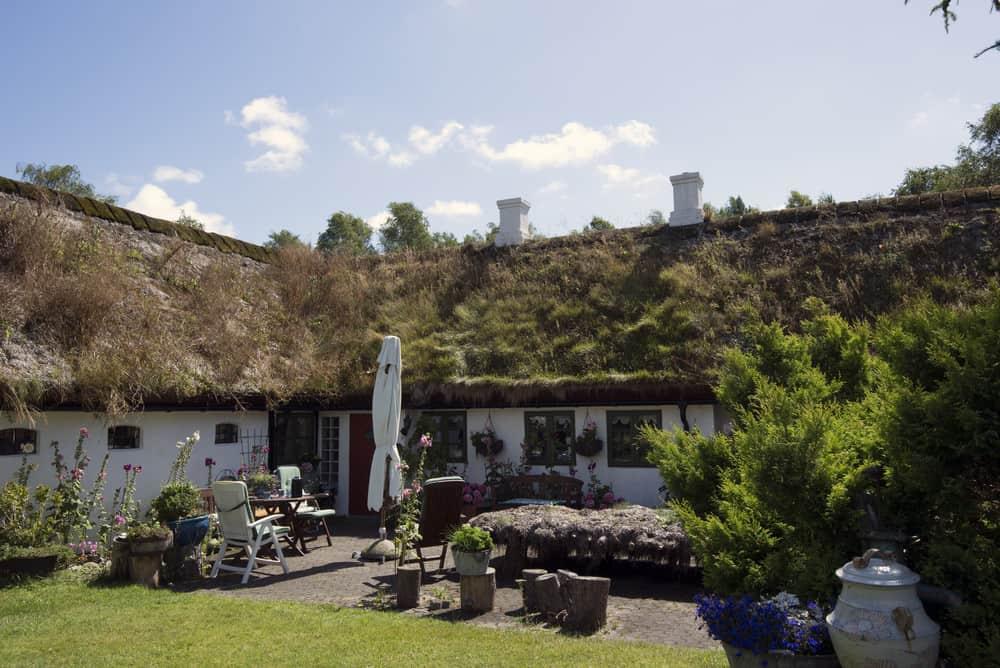 L 39 architettura vernacolare nei tetti di alghe della for Architettura vernacolare