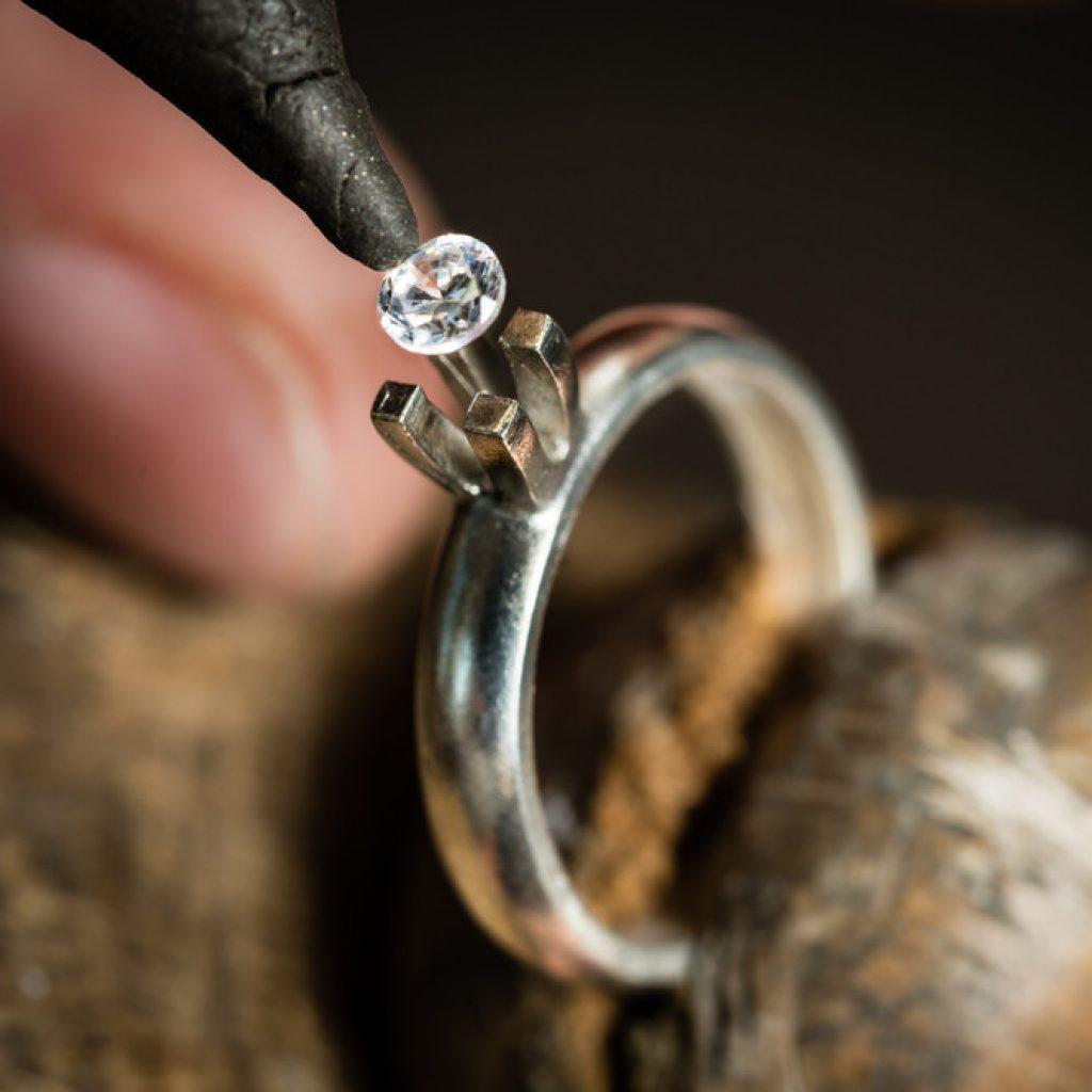Design di gioielli alla ricerca degli orafi di un tempo for Design di gioielli